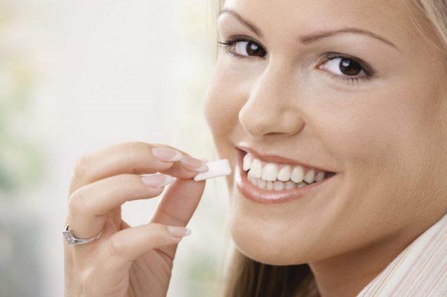 Come dimagrire velocemente, col chewing gum brucia grassi
